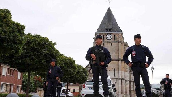 Fransa-kilise-polisler - Sputnik Türkiye