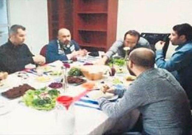 İstanbul Cumhuriyet Başsavcılığı'nın soruşturma dosyasına FETÖ'nün Twitter'da propaganda aracı olarak kullandığı 'Fuat Avni' hesabına istihbarat sağladığı öne sürülen ekiple ilgili fotoğraf girdi.