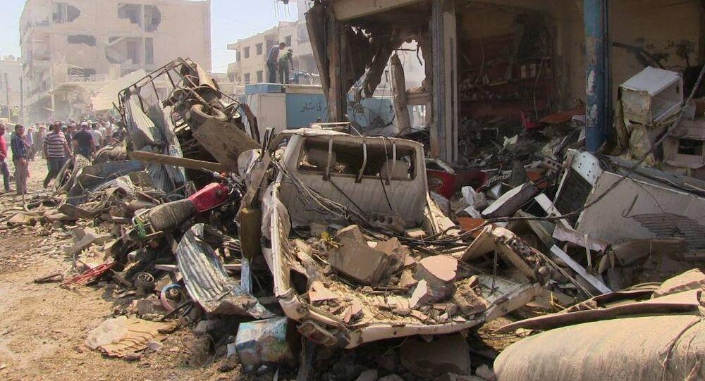 IŞİD, bu sabah saat 09.30 civarında Kamışlı'da PYD'ye bağlı Cizir Kantonu Savunma Bakanlığı yakınında bomba yüklü kamyonu patlattı. Şiddetli patlama sonucu çukurlar oluşurken, birçok ev ve iş yeri kullanılmaz hale geldi.