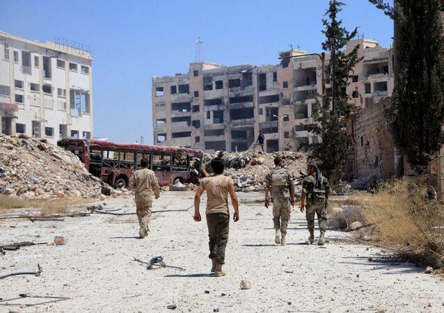 Beni Zeyd girişinde devriye gezen Suriye ordusu askerleri.