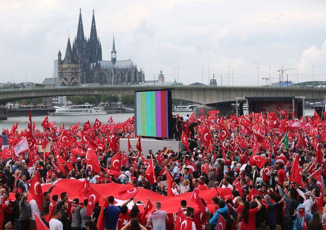Köln'de 'Türkiye' protestoları
