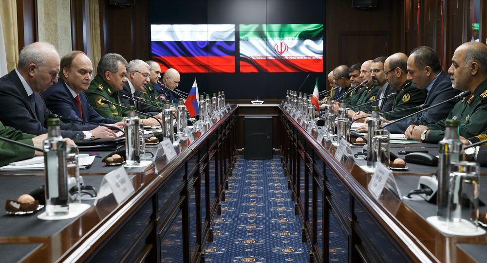 Rusya Savunma Bakanı Sergey Şoygu ve İran Savunma Bakanı Hüseyin Dehkan