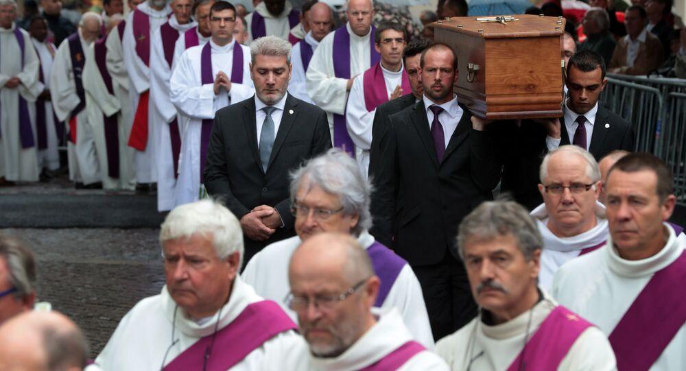 Fransa'daki kilisede katledilen rahip Jacques Hamel'in cenazesi