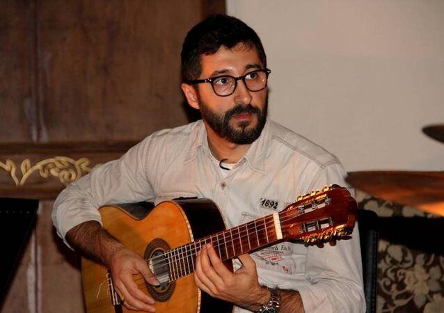 Ermeni gitar Eğitmeni Ari Hergel