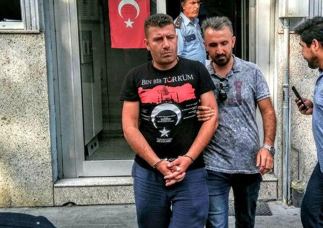 Eski başbakanlardan AK Parti Konya Milletvekili Ahmet Davutoğlu'nun bugün katıldığı bir cenaze namazı sırasında yanına yaklaşan bir kişi tarafından ölümle tehdit edildiği öğrenildi.