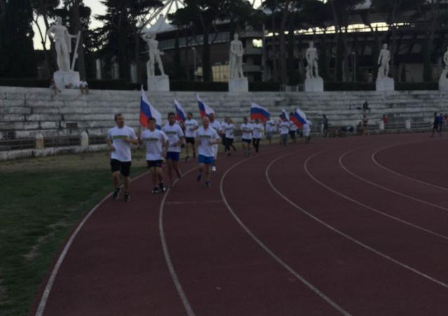 İtalya'nın başkenti Roma'da bugün açılışı yapılacak 2016 Olimpiyat Oyunları'na katılımı doping suçlamaları nedeniyle engellenen Rus atletlere destek vermek amacıyla bir dayanışma yarışı gerçekleştirildi.