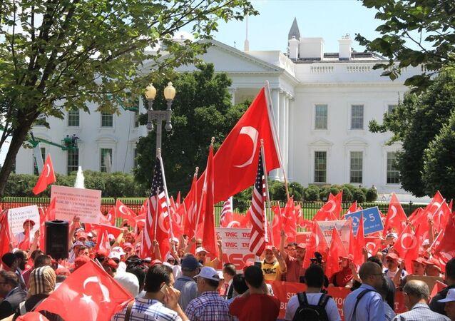 Beyaz Saray önünde 'Darbeye Karşı Demokrasi' mitingi