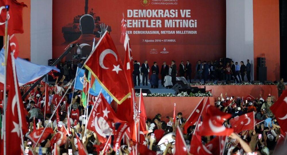 Yenikapı Miting Alanı'nda düzenlenen 'Demokrasi ve Şehitler Mitingi'