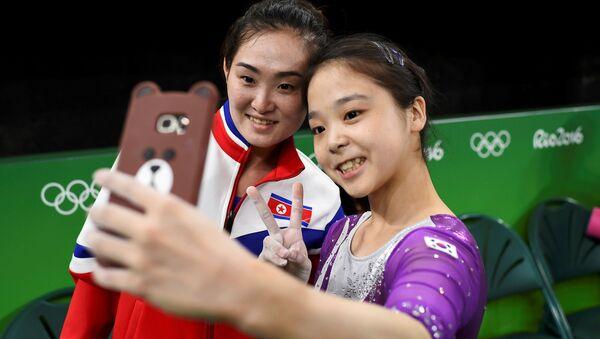 Kuzey Koreli jimnastikçi Hong Un Jong - Güney Koreli jimnastikçi Lee Eun-Ju / Rio Olimpiyat Oyunları - Sputnik Türkiye