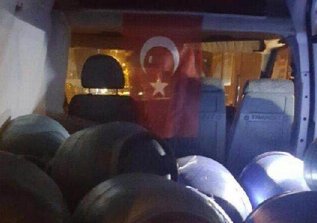 Bitlis'te 1 ton bomba yüklü minibüs yakalandı
