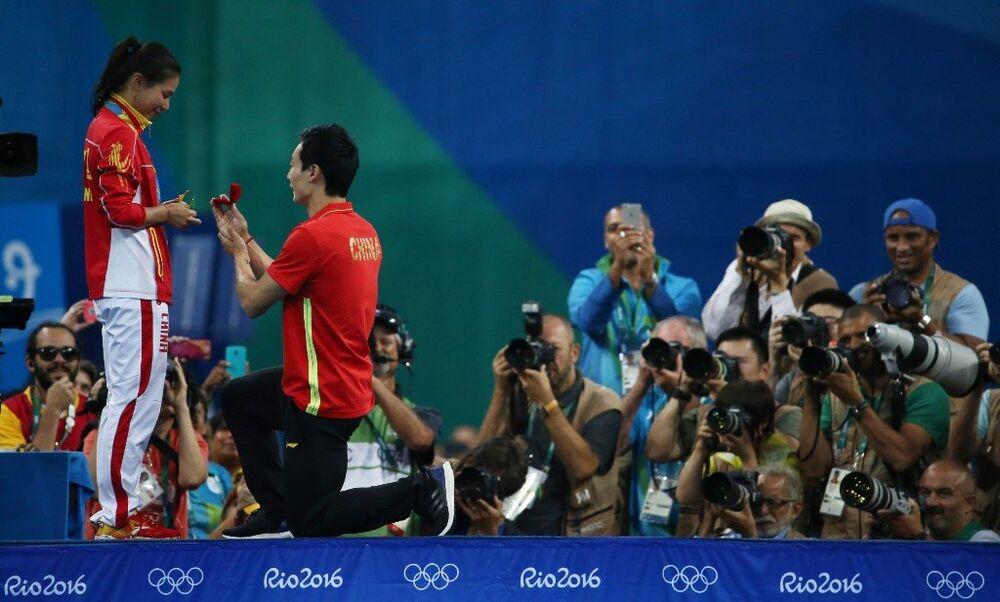 Çinli sporcu He Zi'ye, erkek arkadaşı, Olimpiyat Oyunları sırasında evlenme teklifinde bulundu