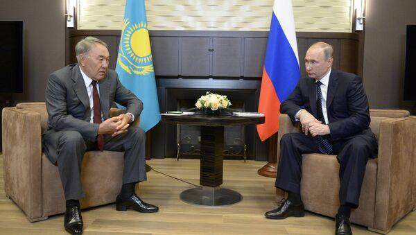 Rusya Devlet Başkanı Vladimir Putin- Kazakistan Devlet Başkanı Nursultan Nazarbayev - Sputnik Türkiye