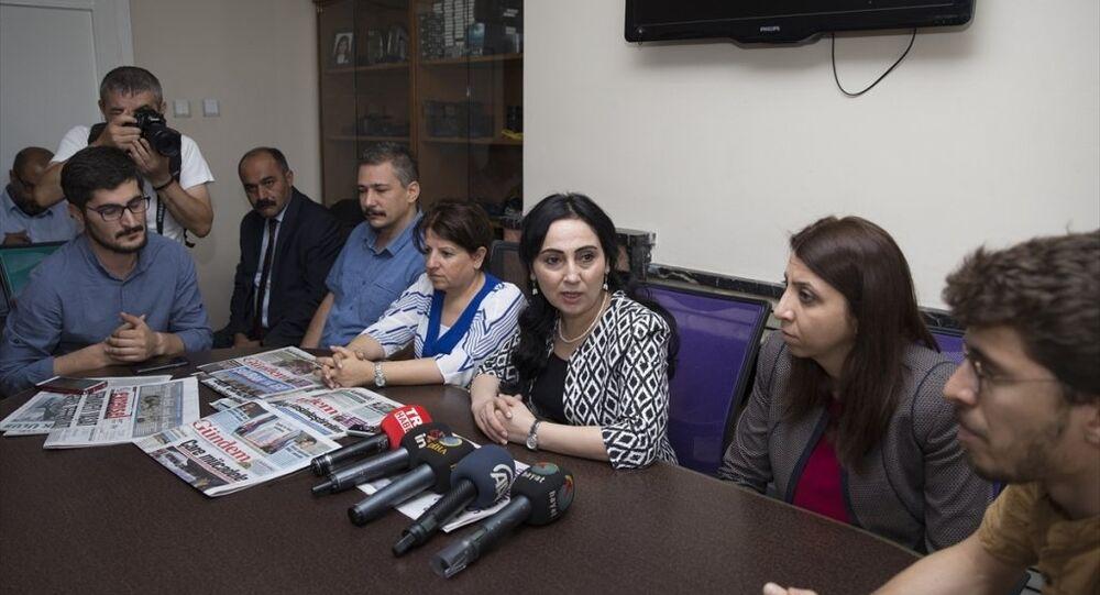 HDP Eş Genel Başkanı Figen Yüksekdağ, Özgür Gündem gazetesi Ankara Temsilciliğini ziyaret etti