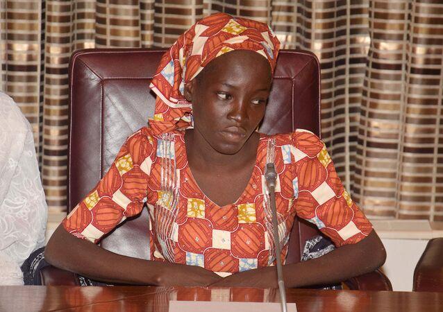 Boko Haram'ın elinden kurtulan llk Çibok kızı Emine Ali.