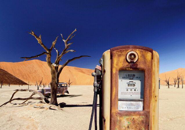 Terk edilmiş benzin istasyonu