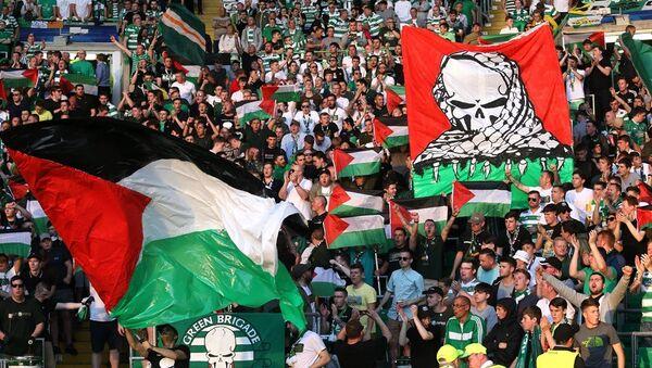 Celtic taraftarları İsrail takımıyla oynadığı maçta Filistin bayrağı açtı - Sputnik Türkiye