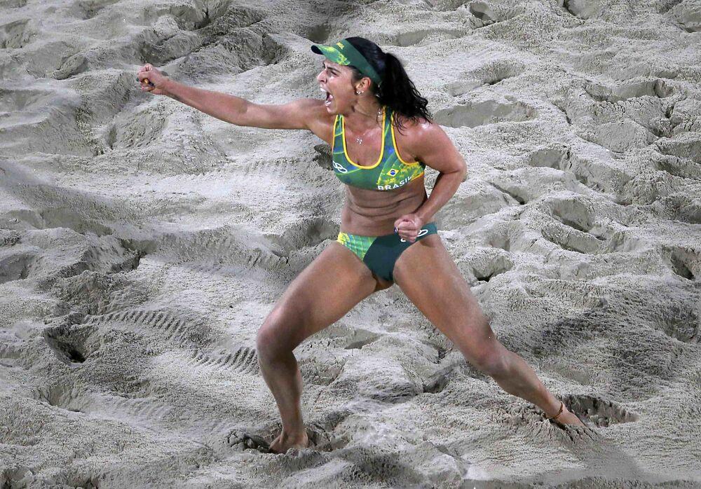 Rio'da plaj voleybolu müsabakalarından ilginç kareler