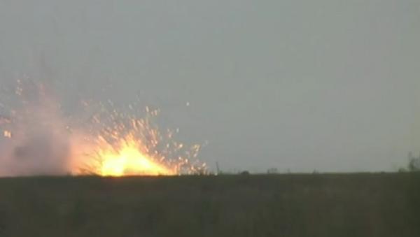 Rus TOC-1A çoklu roketatar sistemi kullanılarak gerçekleştirilen tatbikatta, 6 hektarlık alan yandı. - Sputnik Türkiye