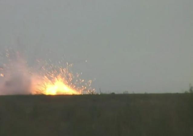 Rus TOC-1A çoklu roketatar sistemi kullanılarak gerçekleştirilen tatbikatta, 6 hektarlık alan yandı.