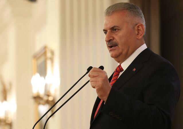 Başbakan Binali Yıldırım, Çankaya Köşkü'nde, Türkiye'de mukim diplomatik misyon şefleri onuruna verilen akşam yemeğine katıldı. Başbakan Yıldırım, yemekte konuşma yaptı.