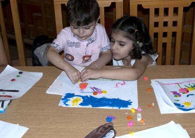 Şam'da düzenlenen hayır etkinliklerinde Suriyeli çocuklar, savaşın içindeki yaşamlarından biraz olsun uzaklaşıyor.