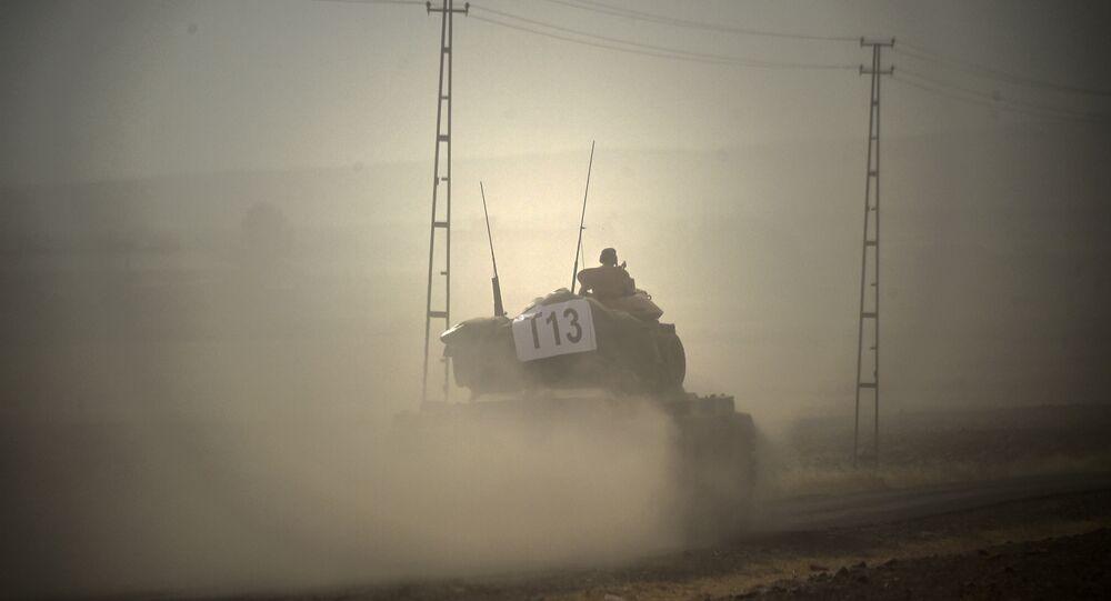 Türk tankları Suriye'ye geçti