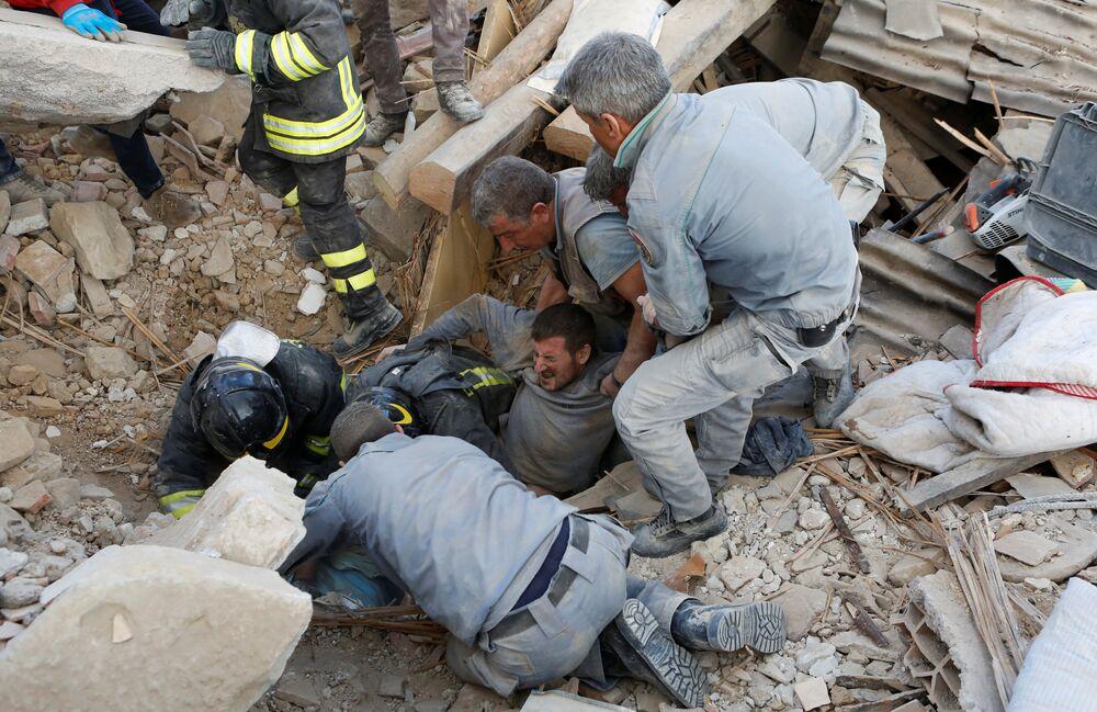 İtalya'daki depremde ölü sayısının artmasından endişe ediliyor.