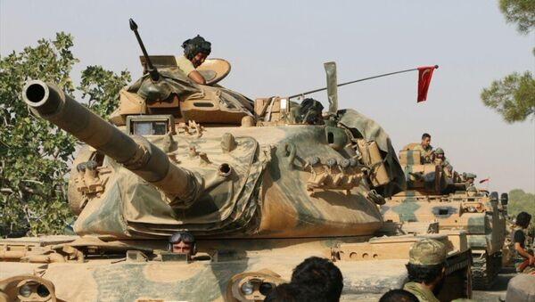 'Fırat Kalkanı' adı verilen Cerablus operasyonu kapsamında Suriye'ye geçen Türk tankları - Sputnik Türkiye