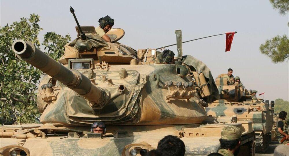'Fırat Kalkanı' adı verilen Cerablus operasyonu kapsamında Suriye'ye geçen Türk tankları