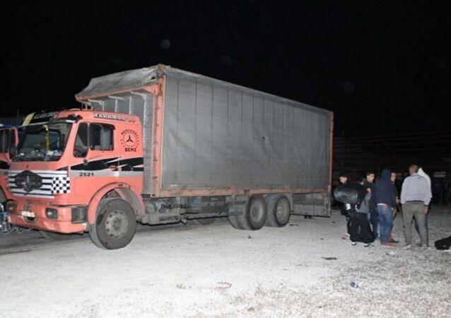 Sığınmacı kamyonun altında 400 kilometre yol kat etti