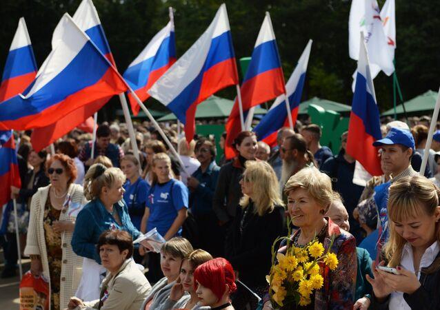 Rusya Ulusal Bayrak Günü'nü kutladı