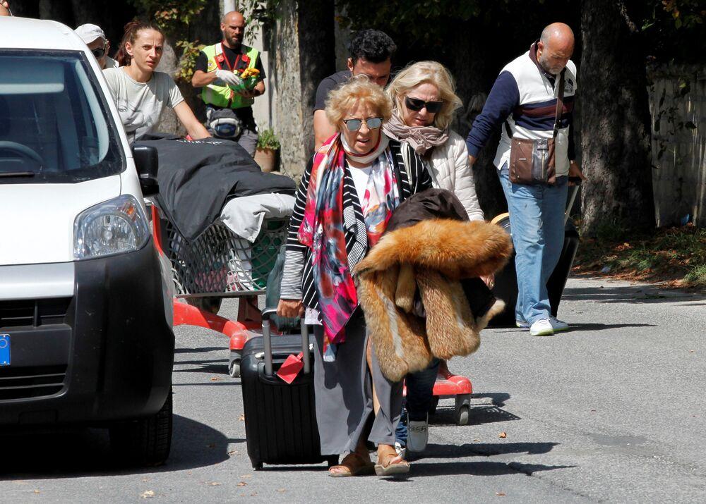 İtalya, 1908'den bu yana yaşadığı en şiddetli depremle sarsıldı.