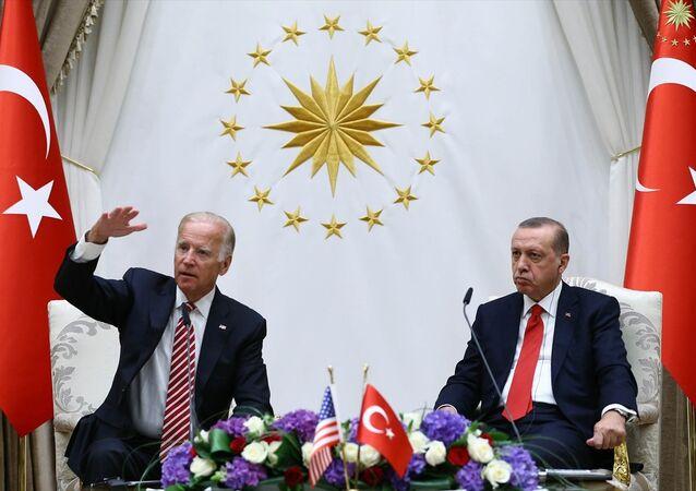 Cumhurbaşkanı Recep Tayyip Erdoğan, Cumhurbaşkanlığı Külliyesi'nde ABD Başkan Yardımcısı Joe Biden'ı kabul etti. Cumhurbaşkanı Erdoğan ve Biden, görüşme sonrası ortak basın toplantısı düzenledi.