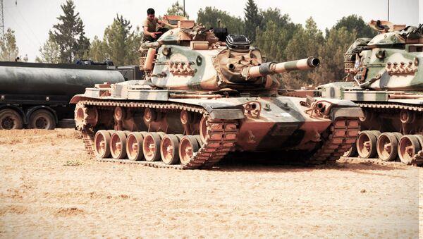 TSK'nın dün sabaha karşı Suriye'de başlattığı Fırat Kalkanı harekatı ikinci günde de devam ederken, bu sabah Cerablus bölgesine tank sevkiyatı yapıldı. - Sputnik Türkiye