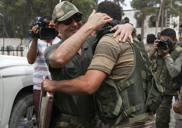 Genelkurmay Özel Kuvvetler Komutanı Korgeneral Zekai Aksakallı, Özgür Suriye Ordusu'nun Suriye'nin Türkiye sınırındaki Cerablus bölgesini IŞİD'den almasının ardından incelemelerde bulunmak üzere ilçeye geldi.