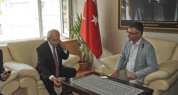 Saldırısı sonrası Kılıçdaroğlu'nun sağlık durumu bir süre belirsizliğini korumuştu. CHP lideri, canlı yayınlara bağlanarak sağlık durumunun iyi olduğunu aktardı.