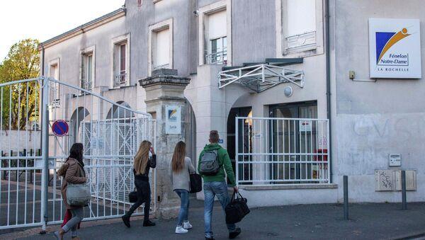Fransa'nın batısındaki La Rochelle ketinde bulunan Fenelon-Notre Dame lisesi - Sputnik Türkiye