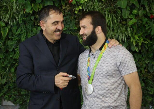 İnguş lider Yevkurov'dan Selim Yaşar'a ev ve araba