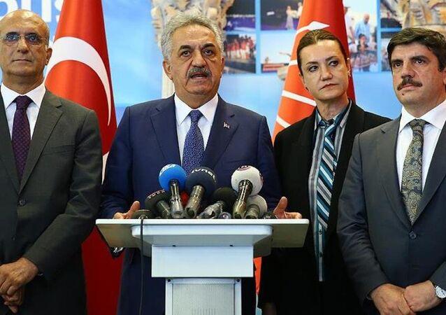 AK Parti Genel Başkan Yardımcısı Hayati Yazıcı başkanlığındaki AK Parti heyeti, CHP'ye geçmiş olsun ziyaretinde bulundu.