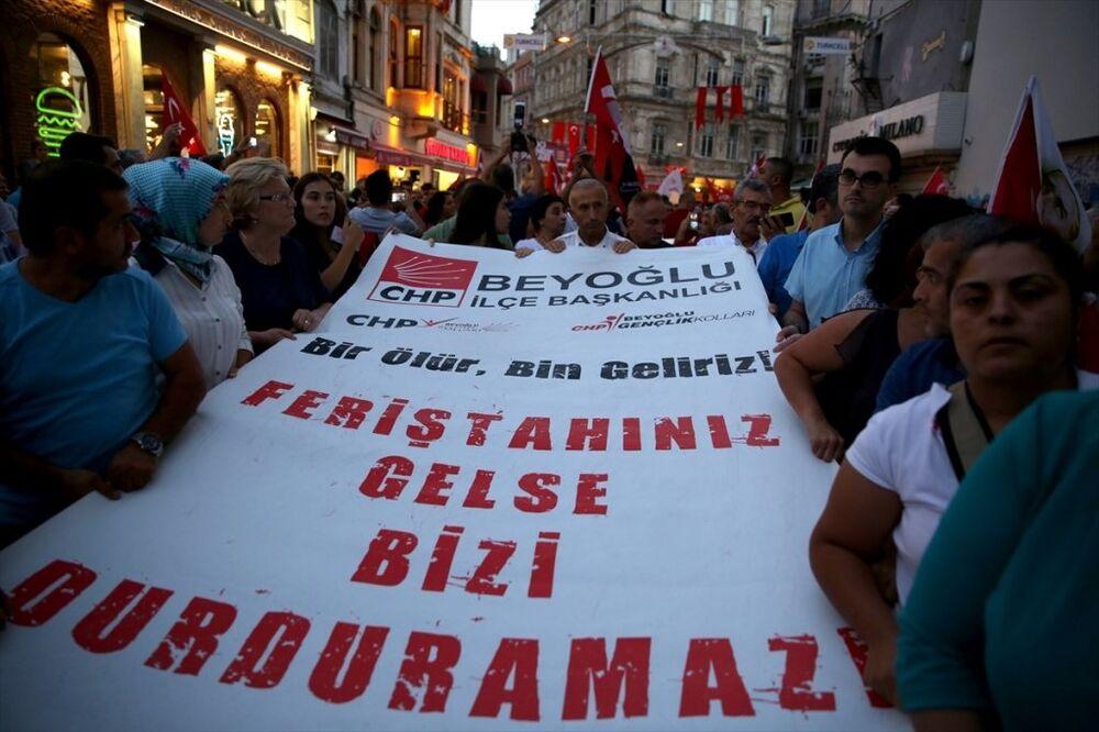 Kılıçdaroğlu'nun konvoyuna saldırı Taksim'de protesto edildi