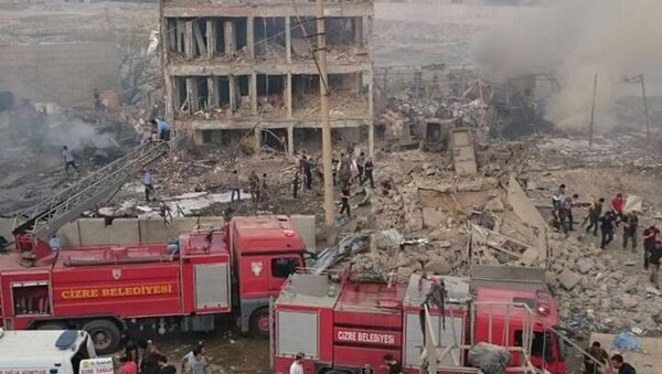 Cizre'de polis kontrol noktasına bombalı araçla saldırı - Sputnik Türkiye