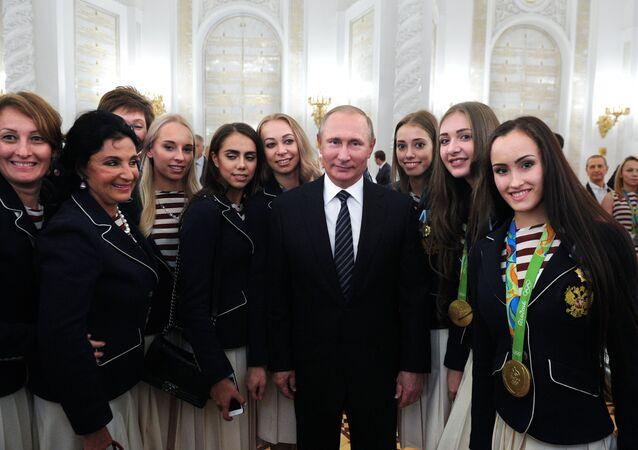Rusya Devlet Başkanı Vladimir Putin, Rio Olimpiyatları'nda yarışan Rus sporcularla