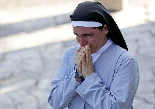İtalya'daki depremin simgesi olan Marjana Lleshi isimli rahibe