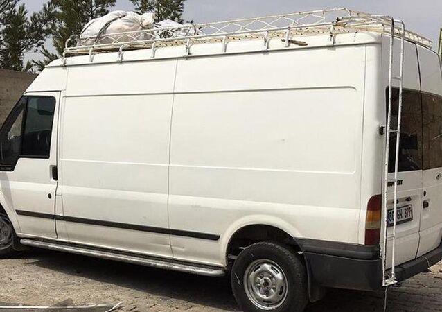 Saldırıda kullanılacağı ihbar edilen minibüs ele geçirildi