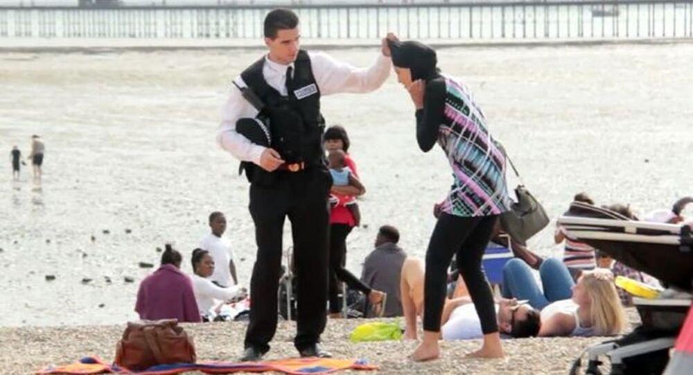 İngiltere'nin Essex kentinde halkın tesettür mayosuna yaklaşımını anlamak üzere bir sosyal deney yapıldı.