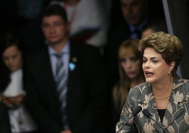 Brezilya'da mayıs ayında geçici olarak görevden alınan Devlet Başkanı Dilma Rousseff, Senato'da görülen hakkındaki azil davasında hakkındaki yolsuzluk iddialarını reddetti.