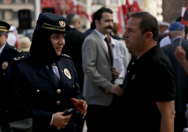 başörtülü polis