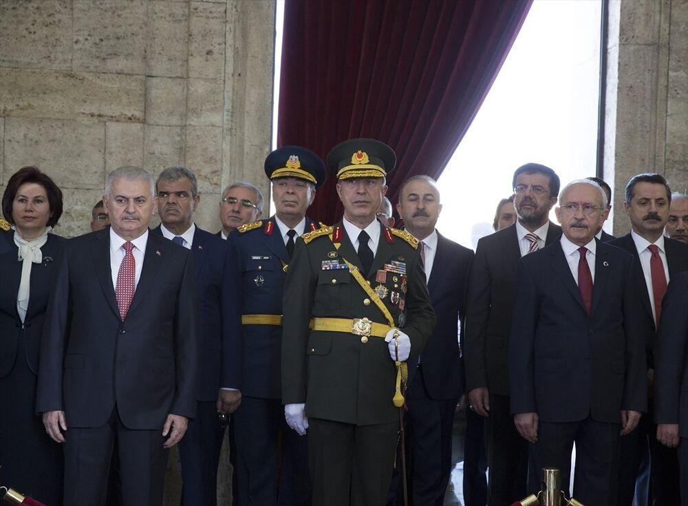 Törene Başbakan Binali Yıldırım, Genelkurmay Başkanı Orgeneral Hulusi Akar ve CHP Genel Başkanı Kemal Kılıçdaroğlu da katıldı.