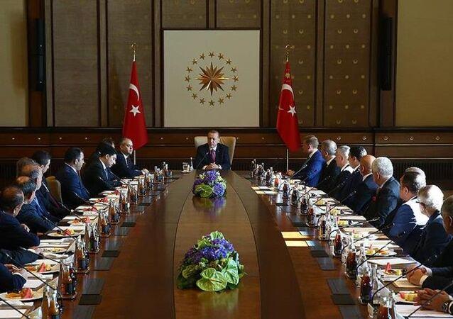 Cumhurbaşkanı Recep Tayyip Erdoğan, Kulüpler Birliği Vakfı heyetini Cumhurbaşkanlığı Külliyesi'nde kabul etti.