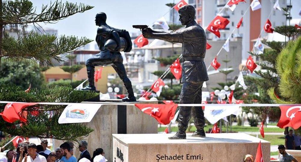 Piyade Astsubay Kıdemli Başçavuş Halisdemir'in heykelinin açılışı törenle yapıldı.